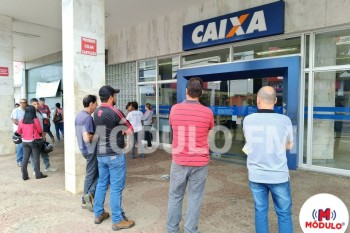 CAIXA atrasa abertura de agência em duas horas