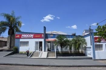 Procon trabalha em pesquisa de preços praticados nos postos de combustível antes e depois da paralisação da greve dos caminhoneiros