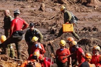 Governo de Minas e equipes militares de Israel alinham-se em trabalho de resgate de corpos na tragédia de Brumadinho