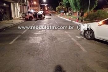Veja o vídeo: Perseguição policial a carro roubado termina em troca de tiros em Patrocínio