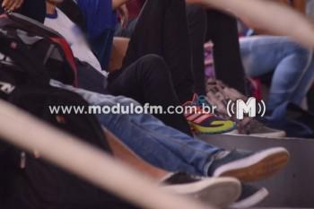 Estudante é flagrado com droga em escola
