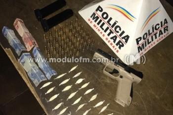 Polícia encontra munições e drogas em residência no bairro...