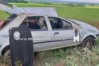 Condutor inabilitado se envolve em acidente e três pessoas ficam feridas