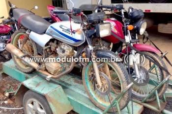 Três menores são apreendidos com duas motos furtadas