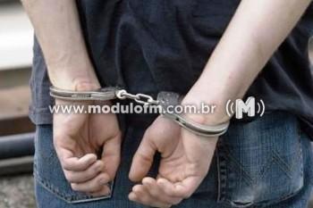 Menor suspeito de tráfico de drogas é apreendido com...