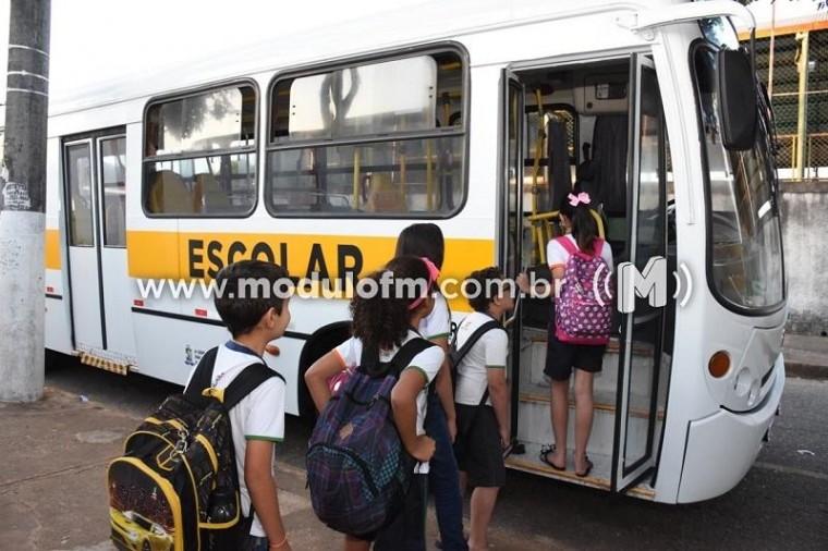 Ônibus do transporte escolar passam por vistoria e terão câmeras de videomonitoramento