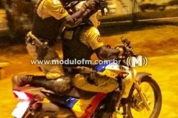 Passageiro de mototáxi é preso por suspeita de tráfico...