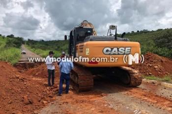 DER-MG intensifica ações para restabelecer o tráfego entre as cidades de Guimarânia...