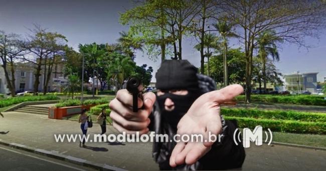 Idosa é assaltada na Praça Honorato Borges