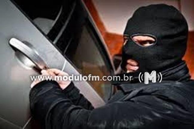 Veículo Fiat Uno é furtado em Patrocínio