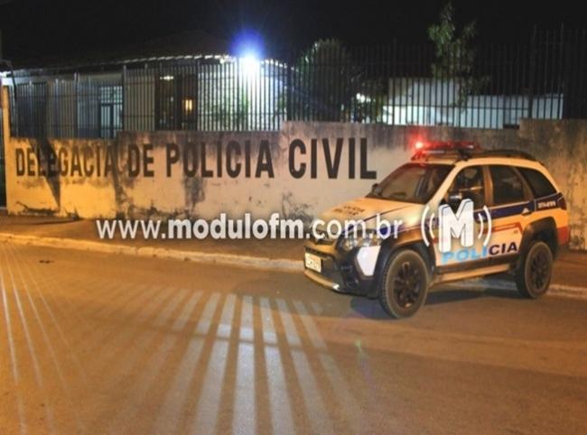 Após denúncia, casal é preso por tráfico de drogas no bairro Santo Antônio
