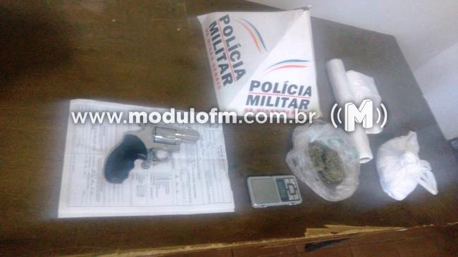 Após denúncia foragido da Justiça por homicídio é preso com drogas e arma