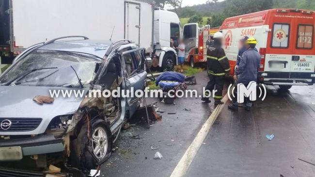 Motorista fica preso nas ferragens após acidente na MG 187, próximo a Salitre de Minas