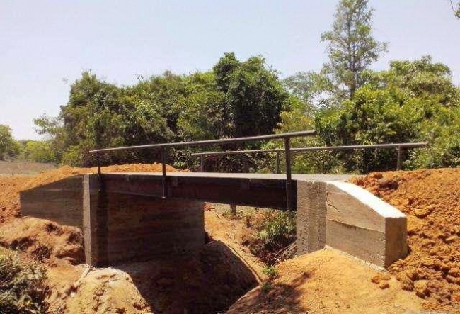 Ponte de concreto da comunidade de Macaúbas de Baixo já está sendo construída