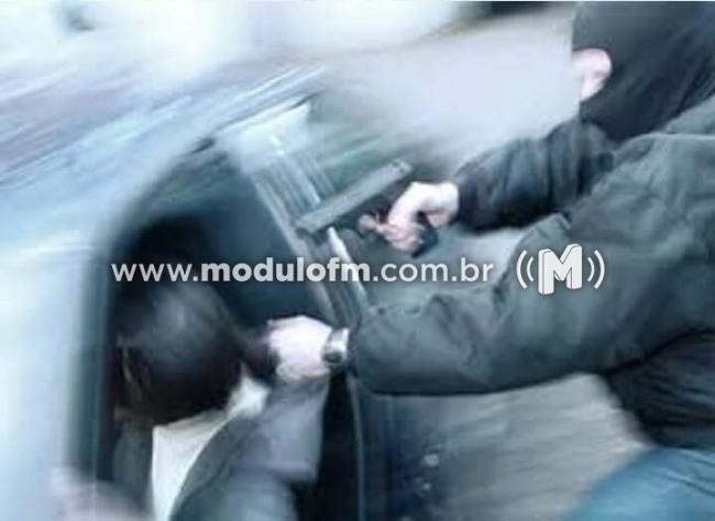 Veículo Cobalt é tomado de assalto