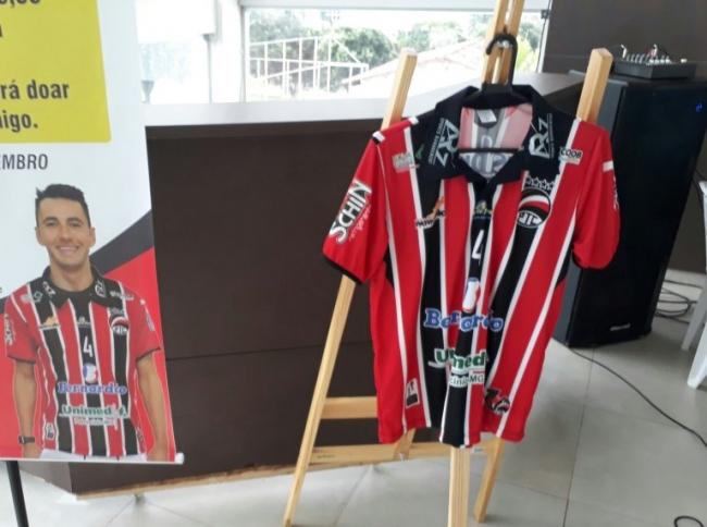 PTC realiza repasse das vendas das camisas do jogador...