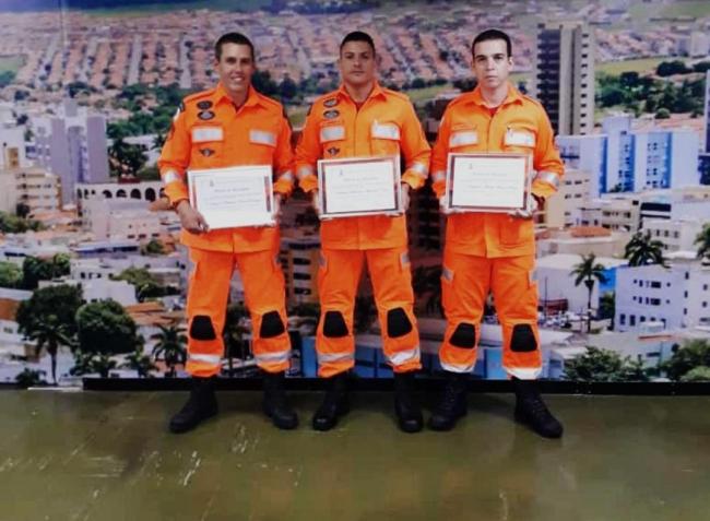 Bombeiros patrocinenses que atuaram em Brumadinho são homenageados na Câmara Municipal