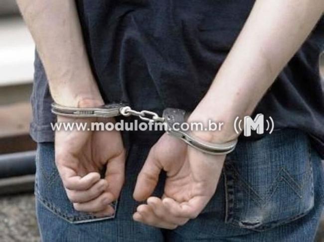 Menor de 17 anos é flagrado com drogas no bairro Morada Nova