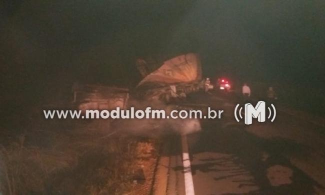 Motorista de 62 anos morre após colisão de carreta de combustíveis na MG-188