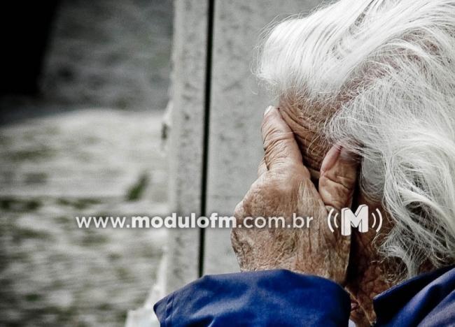 Após ser ameaçada com barra de ferro, idosa de 78 anos tem bolsa roubada em Patrocínio