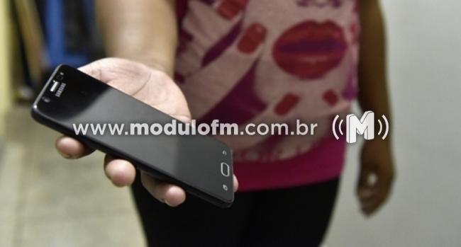 Criminoso pede celular emprestado para fazer ligação e foge com o aparelho