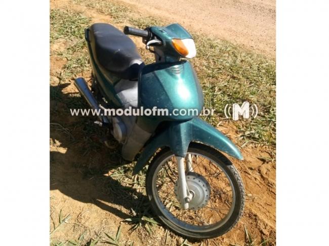 Motocicleta furtada é localizada escondida nos fundos do bairro Esplanada