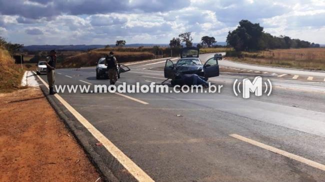 Acidente entre dois veículos deixa casal de idosos feridos na BR-146, próximo a Cruzeiro da Fortaleza