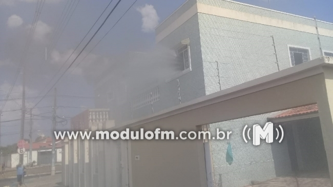 Panela esquecida no fogo provoca incêndio em apartamento