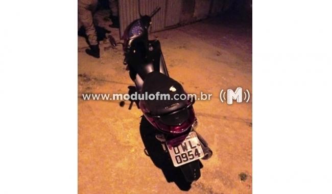 Receptadora é presa e moto furtada em pátio do Detran é recuperada