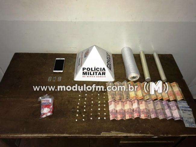 Após denúncia, mulher é presa suspeita de tráfico de drogas no bairro Santa Terezinha