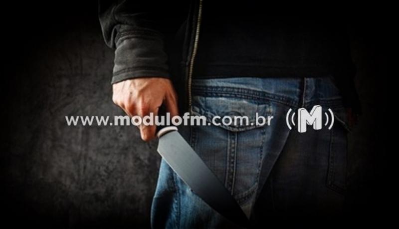 Criminoso armado com faca assalta loja em Patrocínio