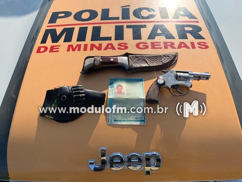 Homem armado com faca e revólver é preso pela Polícia Rodoviária Militar
