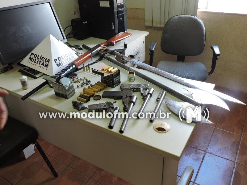 Dois homens são presos e vasto material apreendido em fazenda de Monte Carmelo
