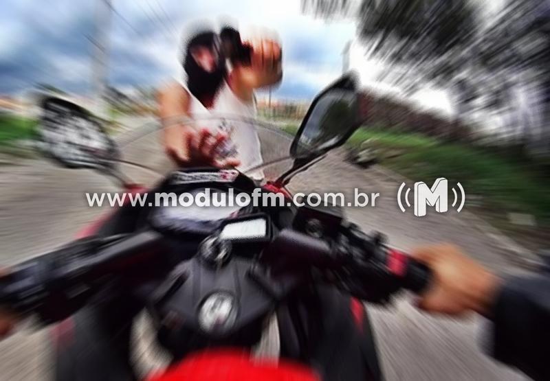 Homem tem moto roubada por bandido armado em Serra do Salitre