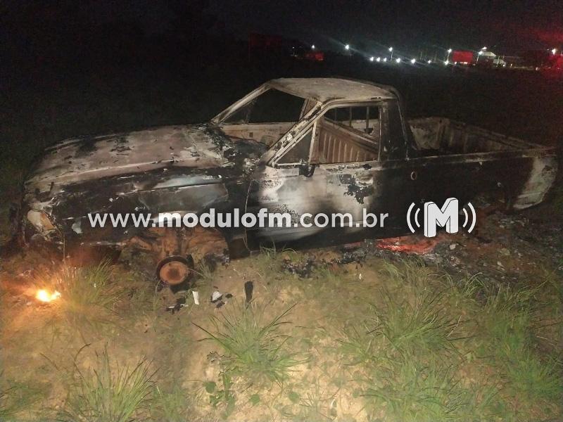 Veiculo é encontrado queimado e abandonado na MG-230