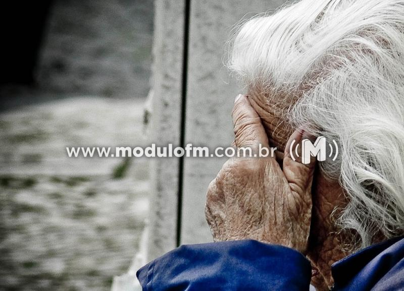 Criminoso invade casa e agride idosa de 61 anos com socos e chutes em Salitre de Minas