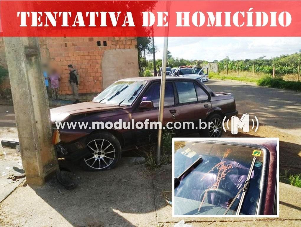 Homem é baleado, bate carro em poste é transferido para UFU em Uberlândia