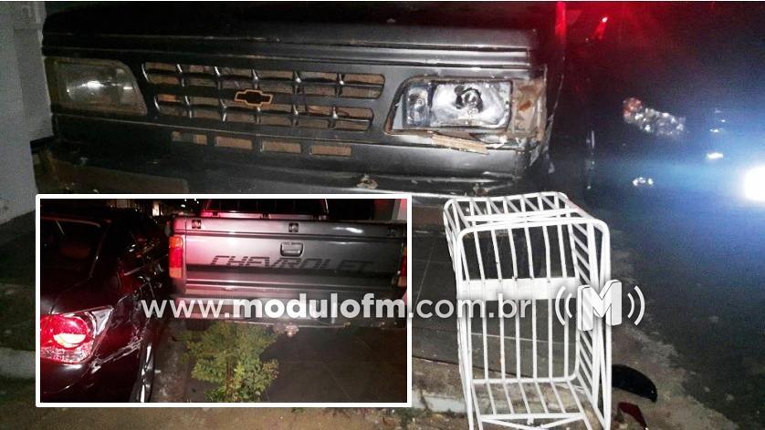 Motorista é preso por dirigir embriagado após bater em outro veículo, atingir lixeira e árvore
