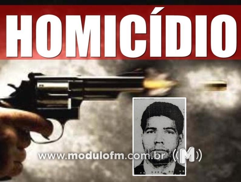 Homem é chamado na porta de casa e morto a tiros em Celso Bueno