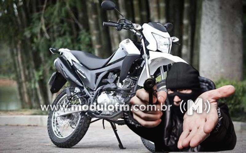 Motocicleta é tomada de assalto em Patrocínio
