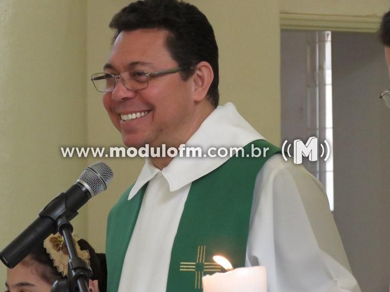 Padre Sizenando celebra última missa em Patrocínio neste domingo