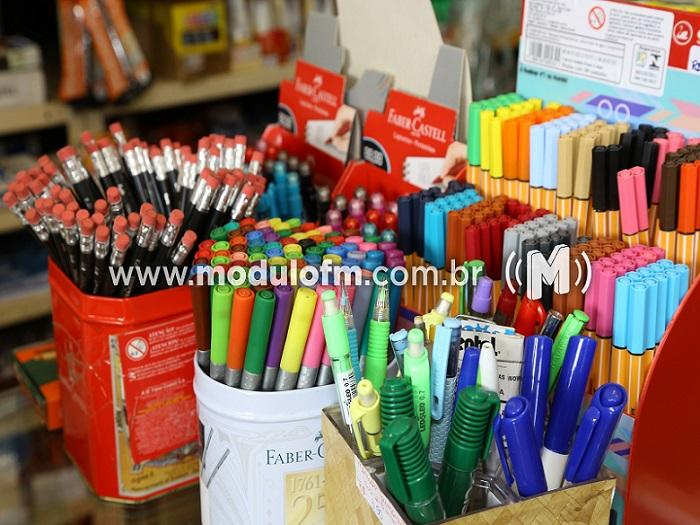PROCON divulga lista com preços dos materiais escolares