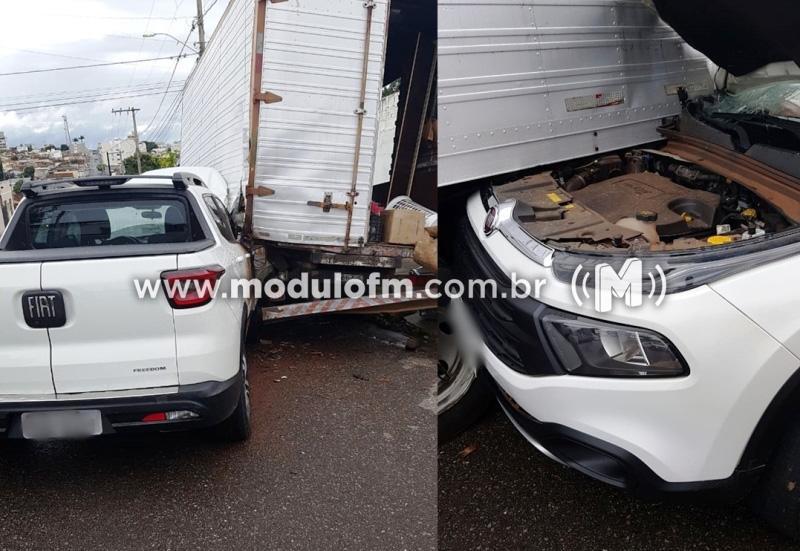 Após festa, motorista bate contra caminhão parado