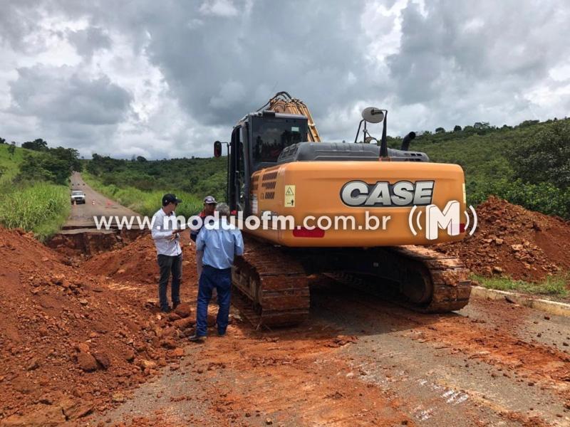 DER-MG intensifica ações para restabelecer o tráfego entre as cidades de Guimarânia e Cruzeiro da Fortaleza