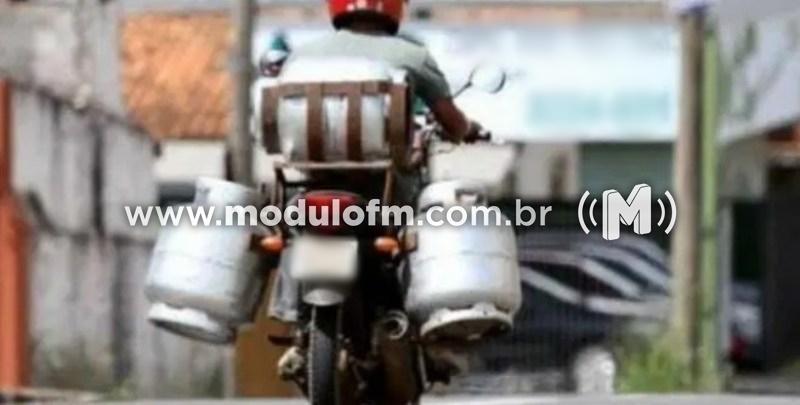 Entregador de gás tem moto furtada durante entrega