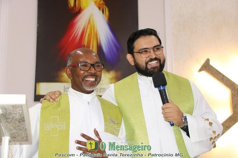 Padres José Ronaldo e Artur Oliveira tomam posse na...