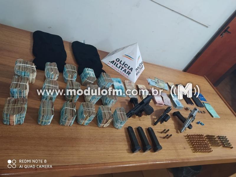PM desarticula organização criminosa e apreende grande quantidade de dinheiro, drogas e armas e munições em Monte Carmelo