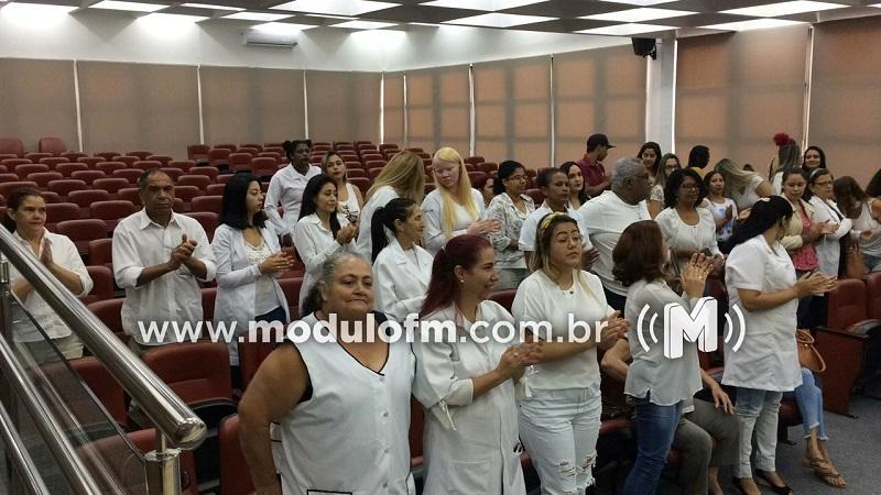 SINE entrega certificados dos cursos de massoterapia e manicure