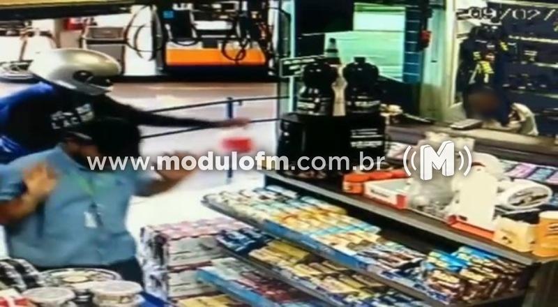 Veja o vídeo: Ladrão é preso após assaltar loja de conveniência de posto de combustível