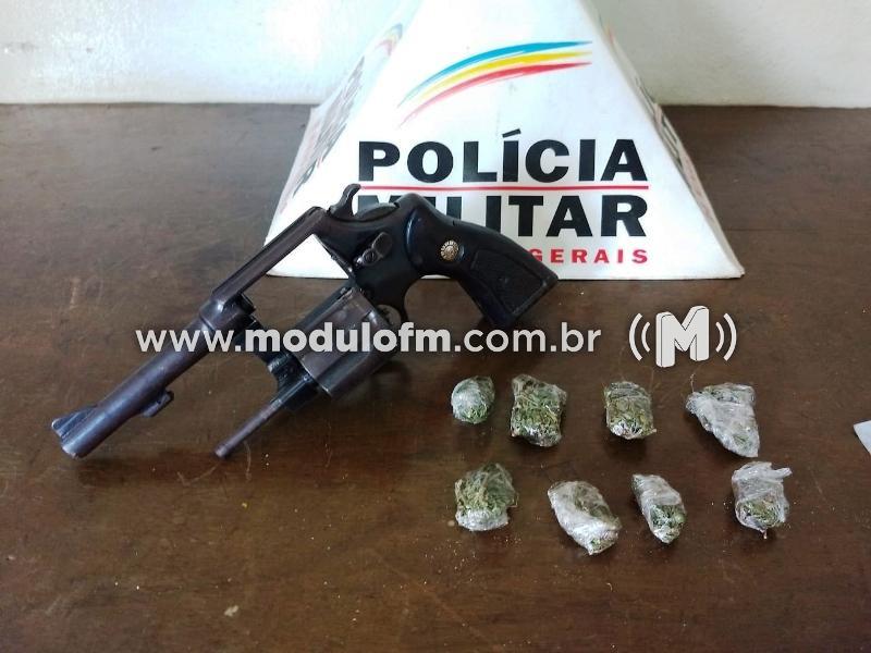 Homem é preso com drogas e arma no Distrito de Salitre de Minas